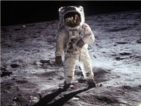 อันดับที่ 3 นีล อาร์มสตรอง นักบินอวกาศที่เหยียบดวงจันทร์คนแรกสิ้นชีพ